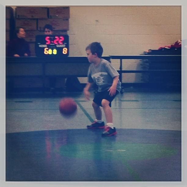 gavin playing basketball #momspotted