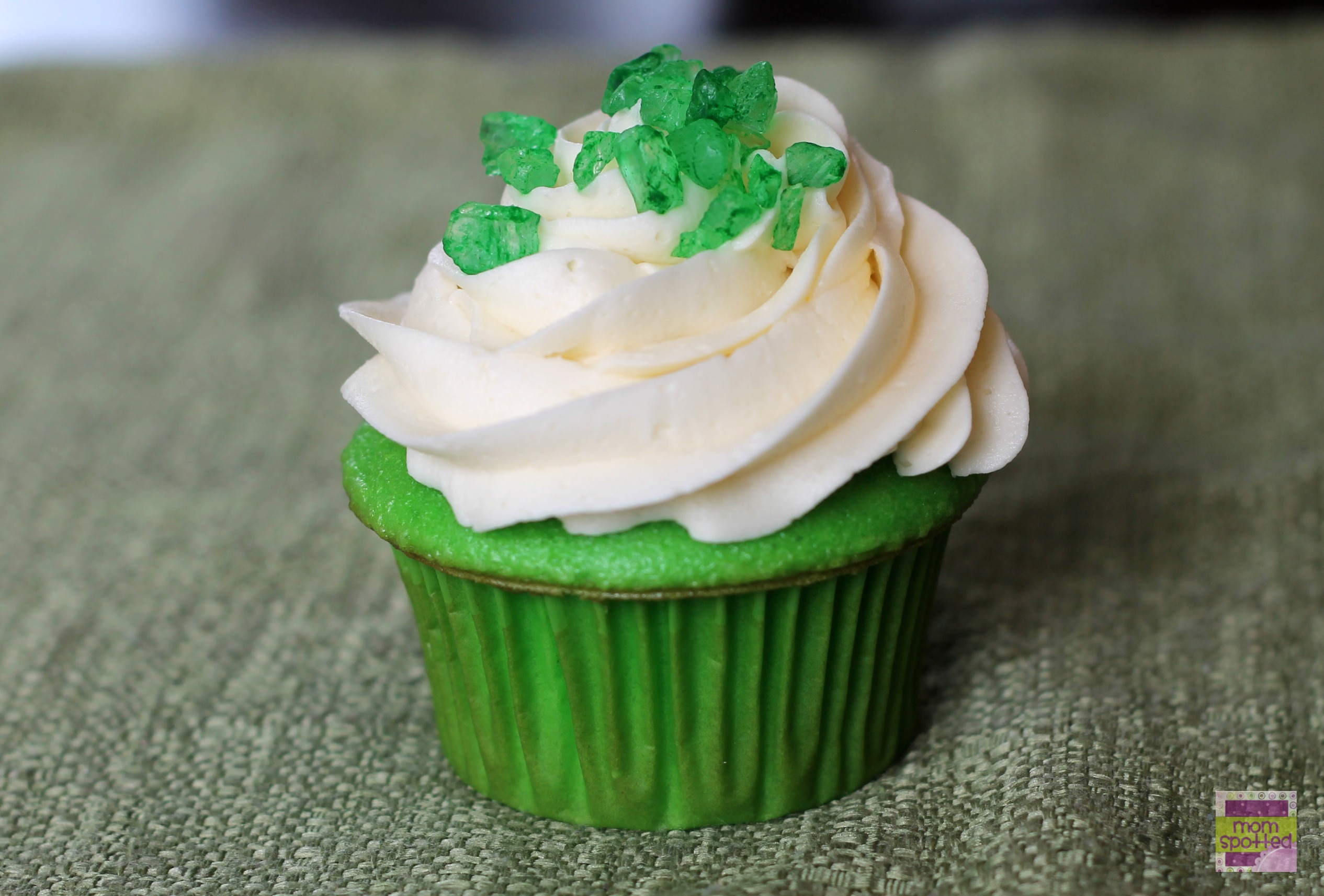 Emerald Green Jeweled Cupcakes #stpattysday