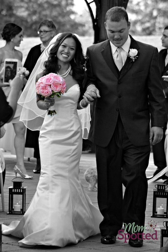 beauiful bride wedding photography black and white pink roses