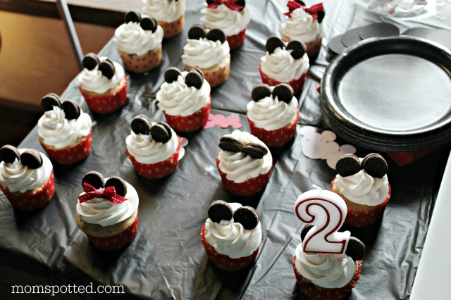 Mickey & Minnie Mouse Cupcakes {Sawyers 2nd Birthday Party} #momspotted