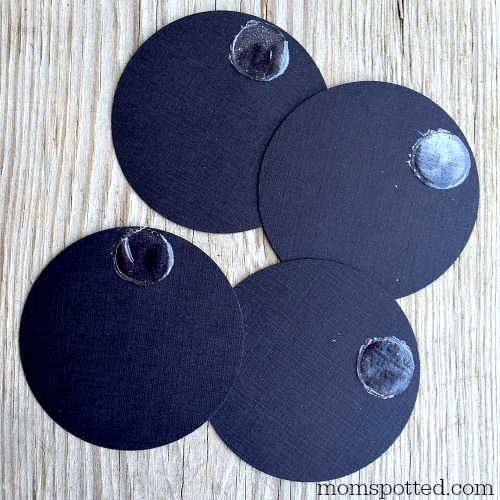 mickey mouse plates glue dots