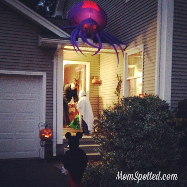 2014 Halloween Gavin & Sawyer Trick or Treating