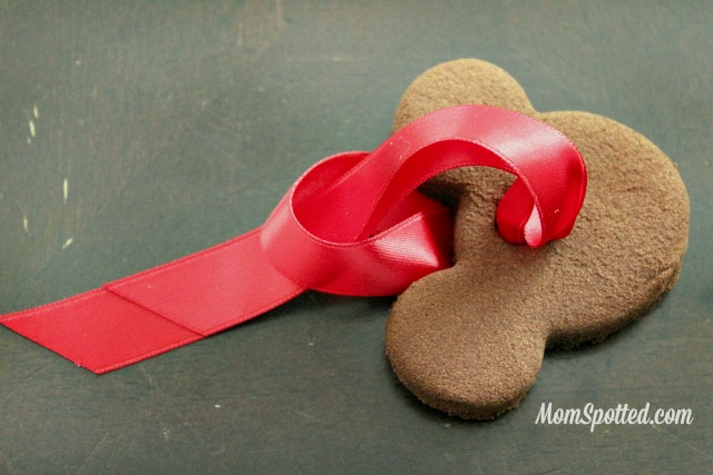 DIY Cinnamon Ornament {2 Ingredient Recipe} Easy for Kids! Recipe found on momspotted.com