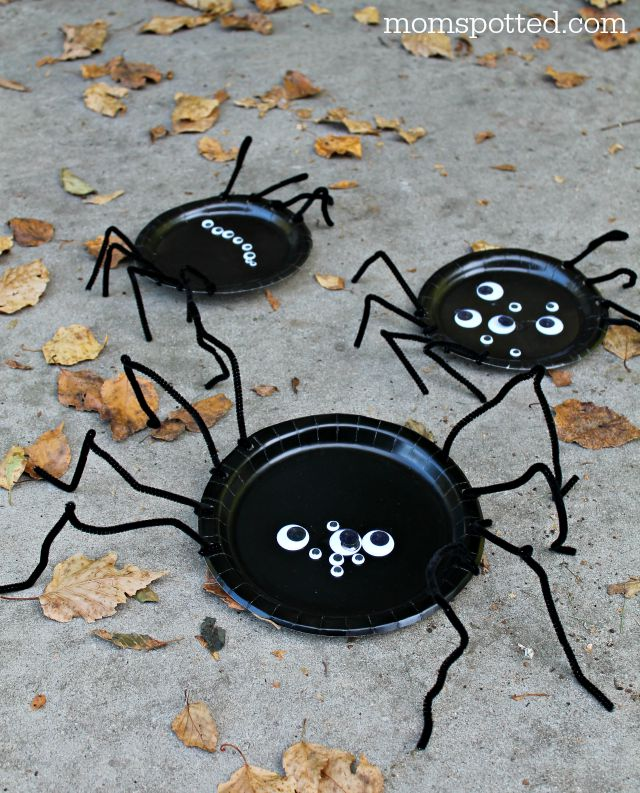 Paper Plate Spiders {Fun Crafts with Mom} Directions on momspotted.com