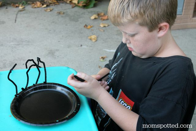 Paper Plate Spiders {Fun Crafts with Mom}