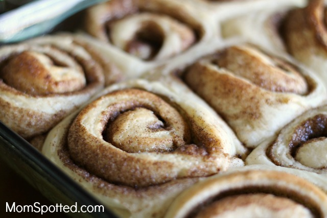 The Perfect and Delicious 1 Hour Cinnamon Roll With Maple Frosting Recipe