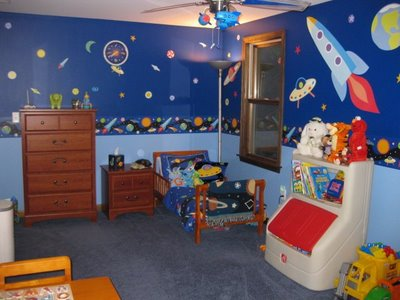 Amazing little boy 39 s outer space toddler bedroom momspotted for Outer space decor ideas
