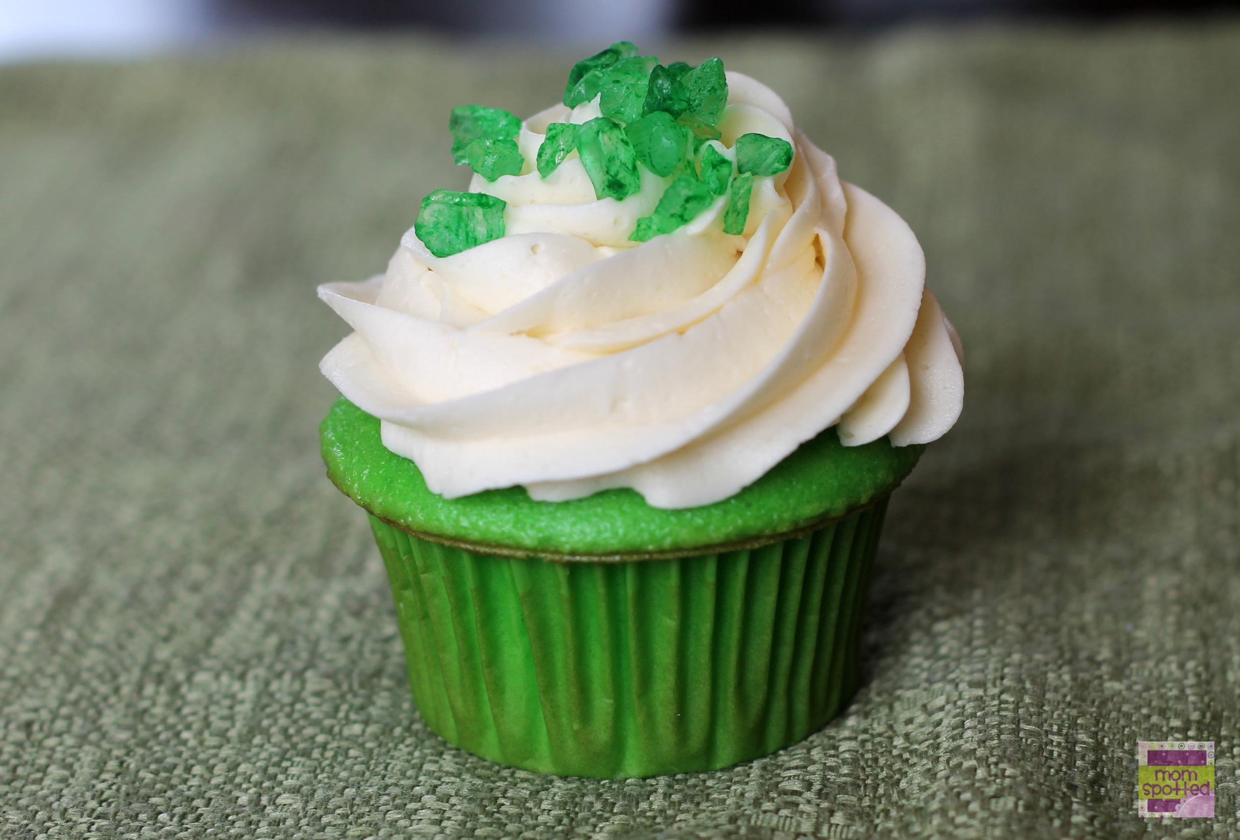 Emerald Green Jeweled Cupcakes #stpattysday