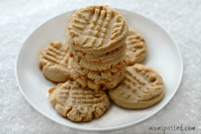The Best Peanut Butter Cookies #Recipe #momspotted