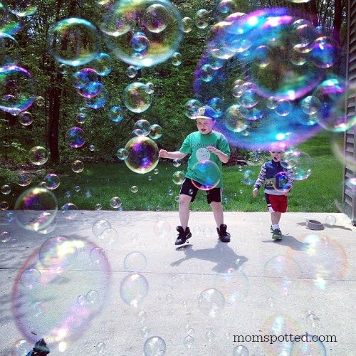 Gavin and Sawyer Playing with Gazillion Bubble Blower Bubbles #momspotted