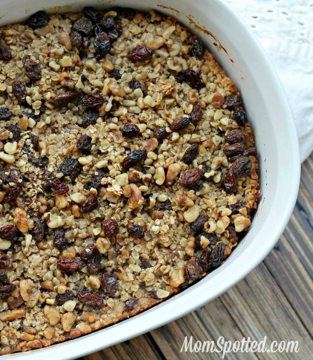 Banana Nut Raisin Oatmeal Breakfast Bake! #Recipe
