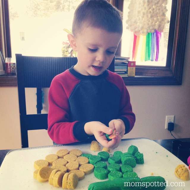 Homemade St. Patrick's Day Leprechaun Gold Play Dough {Fun Crafts with Mom}