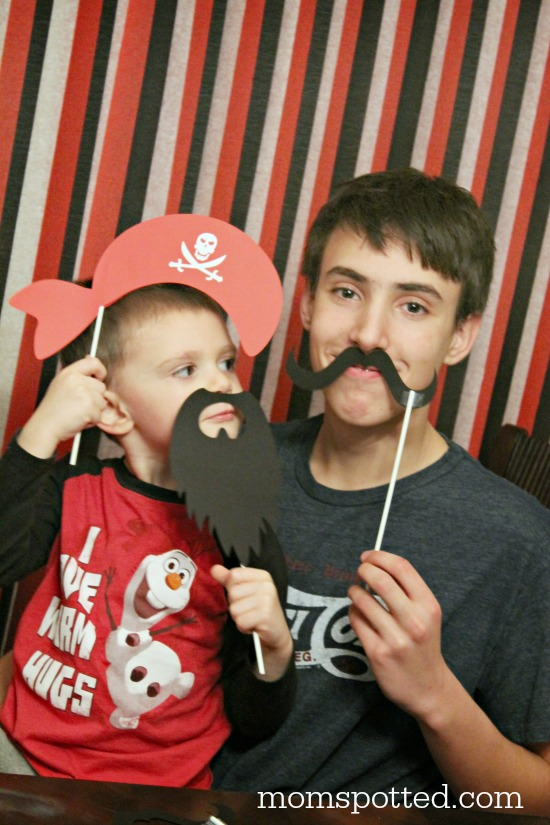 Make Your Own Photo Booth Props for your Pirate Birthday Party {Fun Crafts with Mom}